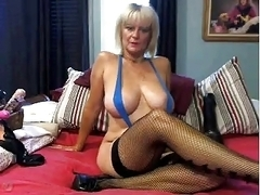 Hot Milf Masturbates With a Huge Dildo's
